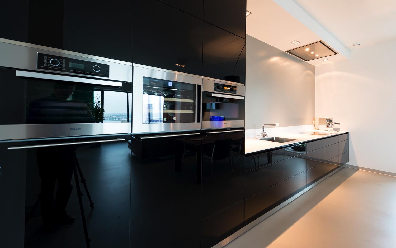 Strakke Zwarte Keuken : Ontwerpburo oe! volwassen appartement op beperkt oppervlak strak